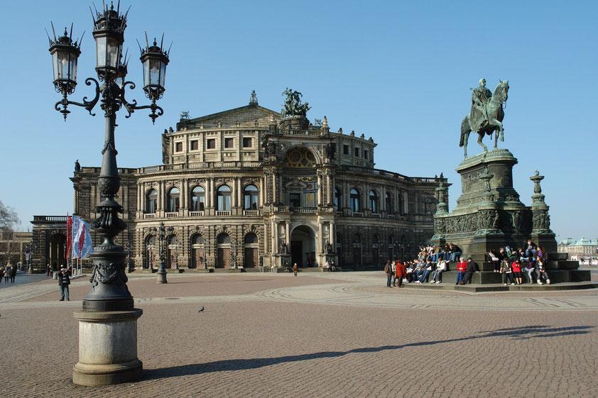 Theaterplatz mit Semperoper (Aufnahme vom 10.3.2008 anlässlich eines Besuches von Almut und Frank Rother in Dresden)