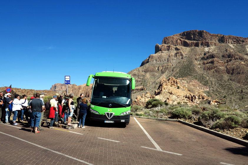Bus vom Parador Nacional nach Puerto de la Cruz um 16 Uhr, im Hintergrund Montana Guajara, 2 718 m