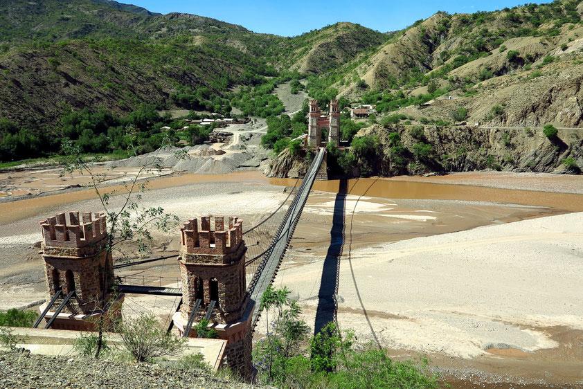 Puente Sucre. Die Hängebrücke über den Río Matanuka (???) wurde Mitte des 19. Jahrhunderts gebaut.