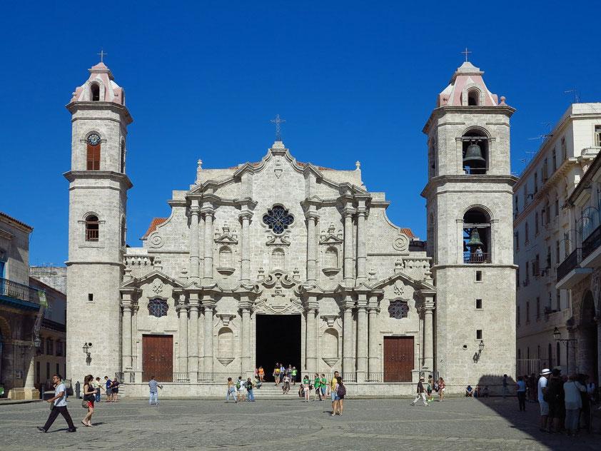 Kathedrale mit barocker Korallenfassade und zwei asymmetrischen Türmen, Beginn des 18. Jh., 1789 zur Kathedrale geweiht