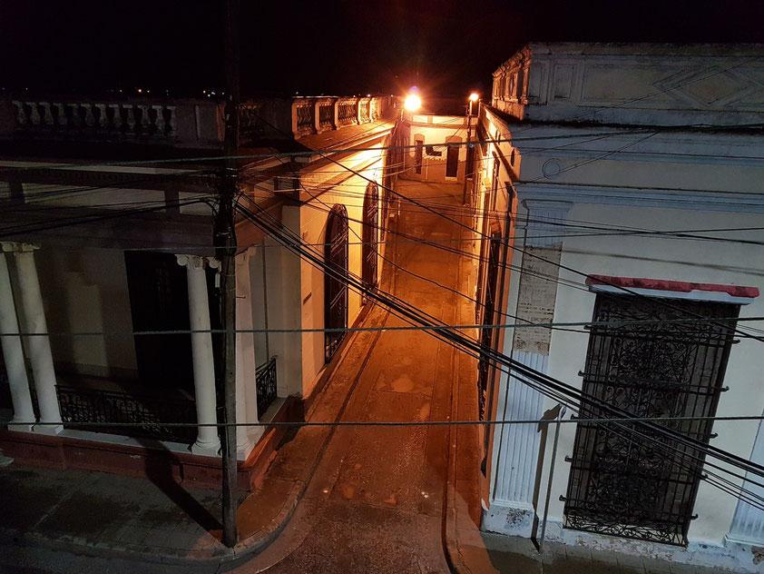 Camagüey, nächtlicher Blick aus unserer Casa Particular (Privatunterkunft) CasAlta in die Calle Rosa La Bayamesa