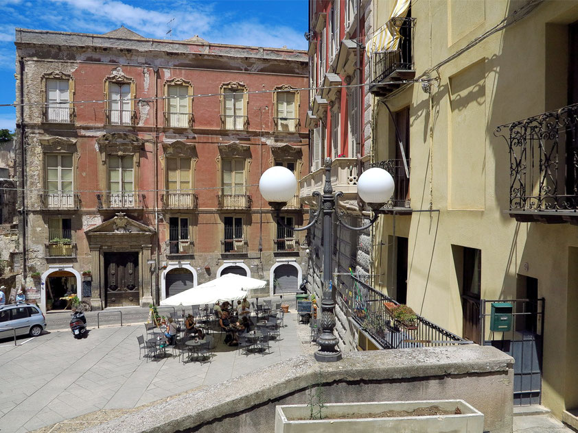 Piazza Carlo Alberto westlich der Kathedrale