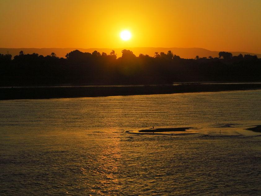 Untergehende Sonne nördlich von Esna