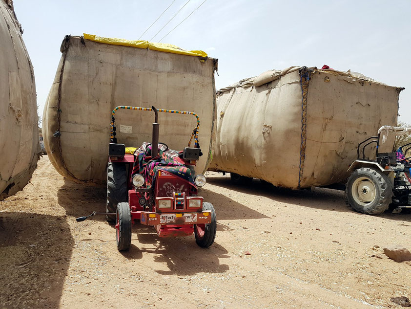 Rapsstroh-Transport zu den Ziegelfabriken