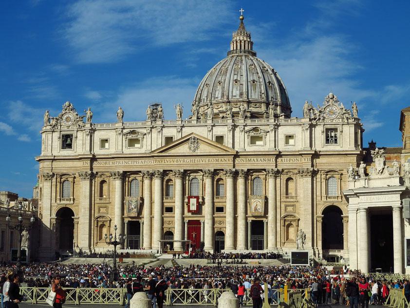 Generalaudienz von Papst Franziskus auf dem Petersplatz vor dem Petersdom am 3.10.2018 um 10 Uhr