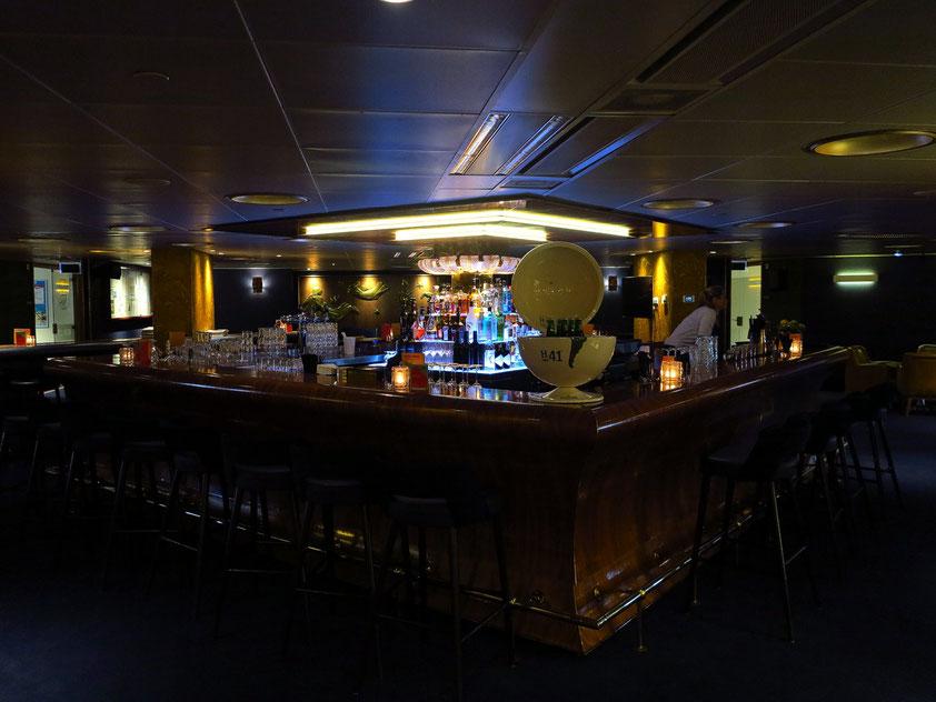 SS Rotterdam, Bar