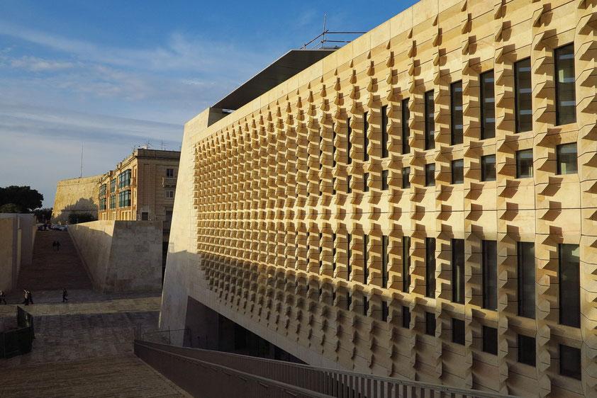 Neues Parlamentsgebäude. Fassadengestaltung von Renzo Piano