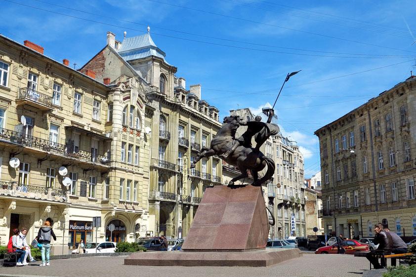 Monument zum Andenken an die Milizionäre, die während der ersten Jahre der Unabhängigkeit bei der Erfüllung ihrer Pflicht ums Leben kamen. Die Figur des St. Georg symbolisiert den ewigen Kampf zwischen Gut und Böse.