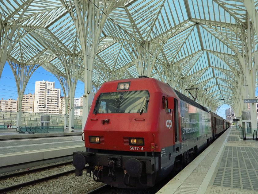Dachkonstruktion des Bahnhofs Oriente (Architekt: Santiago Calatrava)