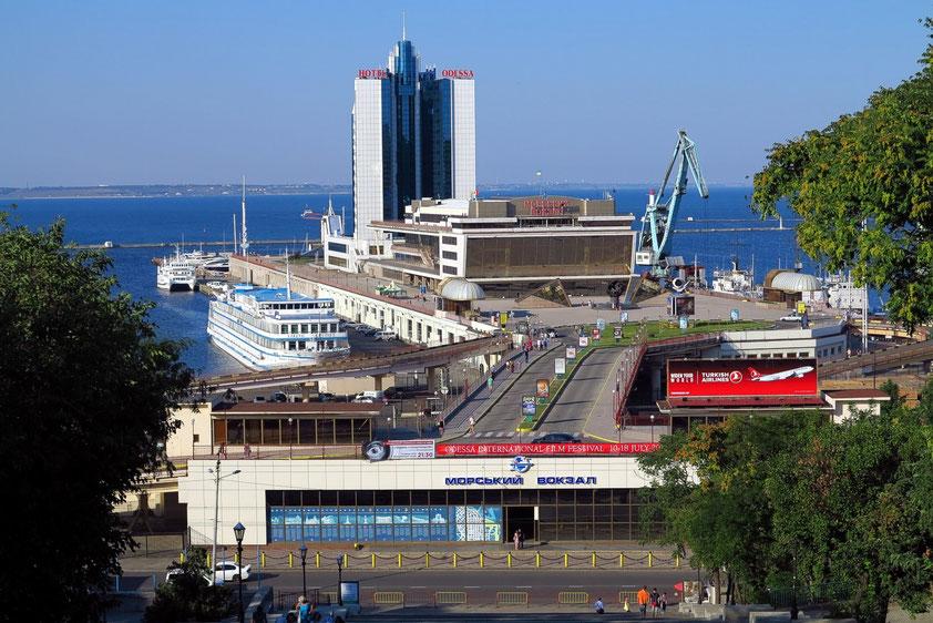 Odessa Marine Passenger Terminal, erbaut 1967, restauriert 2000, mit dem Hotel Odessa