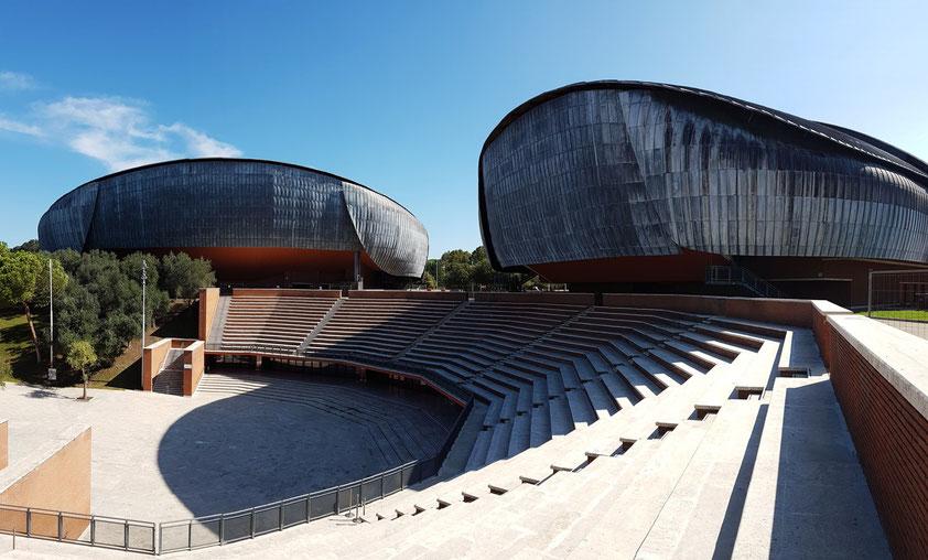 Auditorium Parco della Musica, Architekt Renzo Piano. Erbaut ab 1994, eröffnet 2002. Links: Sala Santa Cecilia (2.756 Plätze), rechts: Sala Sinopoli (1.133 Plätze)