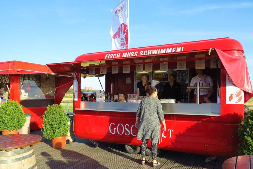 Gosch in St. Peter-Ording, Fischstand an der Seebrücke
