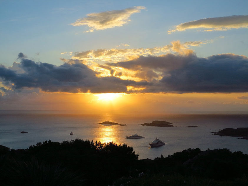 Sonnenaufgang an der Costa Smeralda am 19.6.2016 um 06:11 Uhr