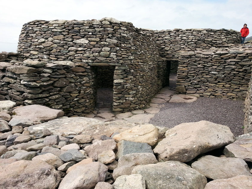 Caher Conor (Beehive Hut), prähistorische Steinfestung auf der Dingle-Halbinsel. Typisch ist das mörtellose Kragsteinmauerwerk.
