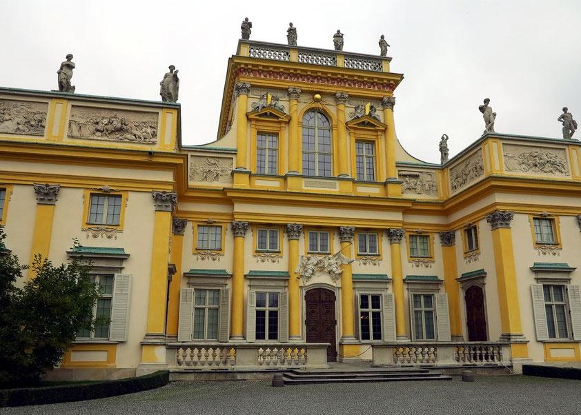 Der Wilanów-Palast wurde von 1677 bis 1679 von Augustyn Wincenty Locci im Auftrag von König Jan III. Sobieski am südlichen Ende des Warschauer Königsweges erbaut.