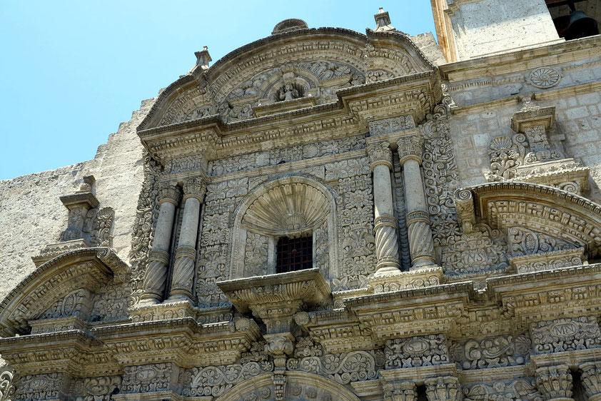 Iglesia de Santo Domingo, Fassade im plateresken Stil