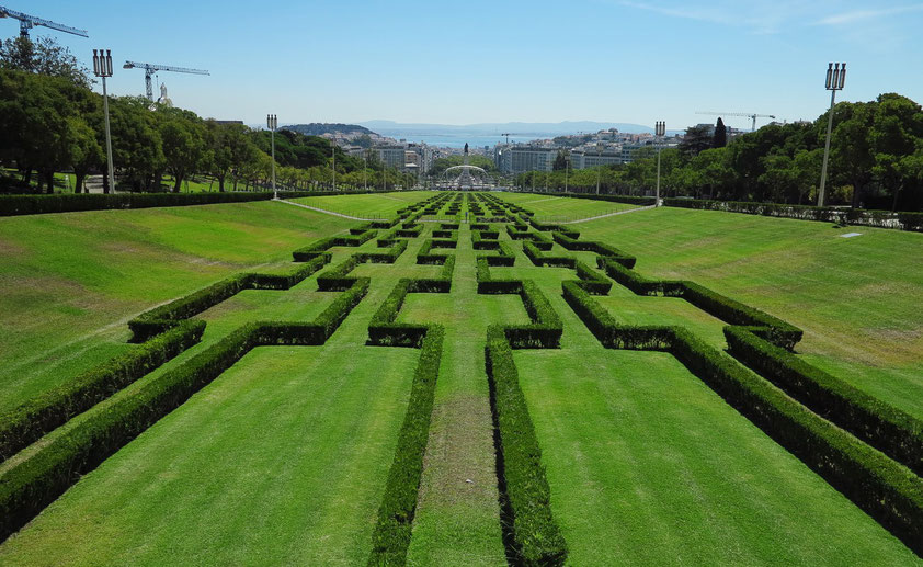Blick vom Nordende des Parks Eduardo VII in Richtung Praça Marquês de Pombal und Innenstadt