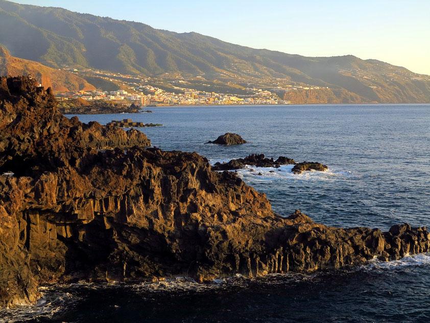 Sonenaufgang über Santa Cruz de la Palma, Blick von Los Cancajos