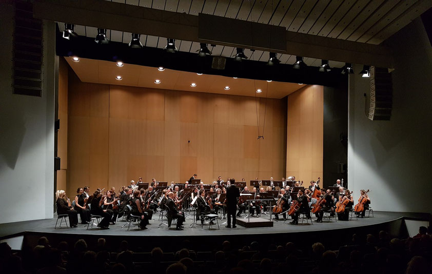Stimmen der Orchesterinstrumente vor dem Konzert