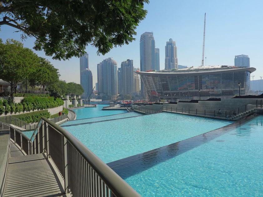 Dubai Opera in Dubai Downtown für 2000 Besucher, Bauzustand im Februar 2016