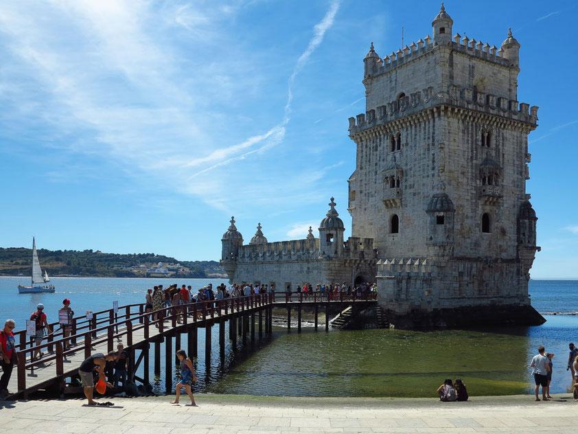Torre de Belém, 1515 -21, eines der bekanntesten Wahrzeichen Lissabons im manuelinischen Stil, Weltkulturerbe der UNESCO