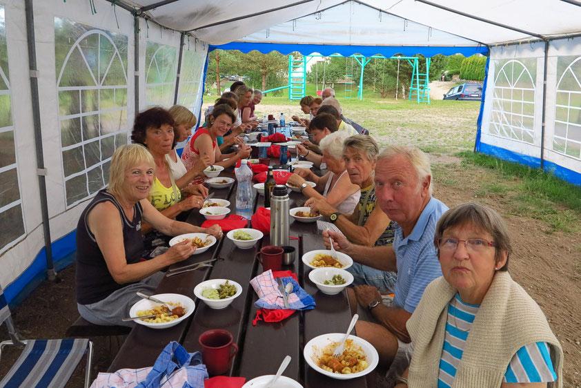 Abendessen auf dem Campingplatz von Trakai/Litauen