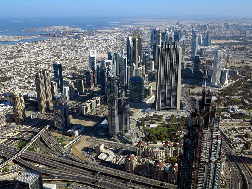 Dubai, Blick vom 124. Stockwerk des Burj Khalifa aus 454 Meter Höhe