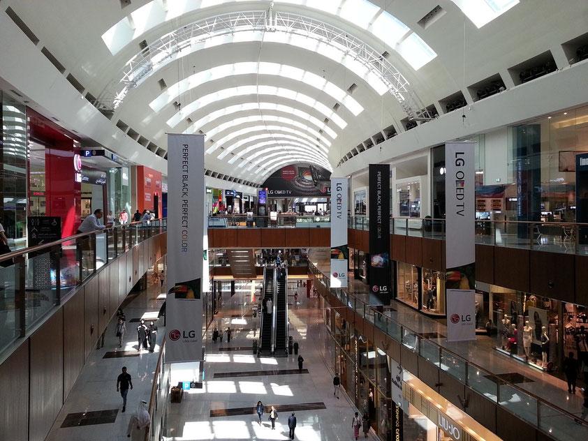 Der große Bogengang der Dubai Mall