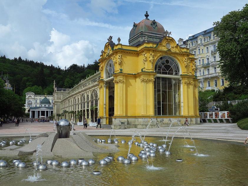Zpívající fontána und Kolonaden