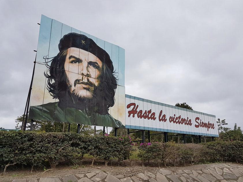 Hasta la victoria, Siempre [Patria o Muerte] (aus einem Abschiedsbrief von Che Guevara an Fidel Castro)