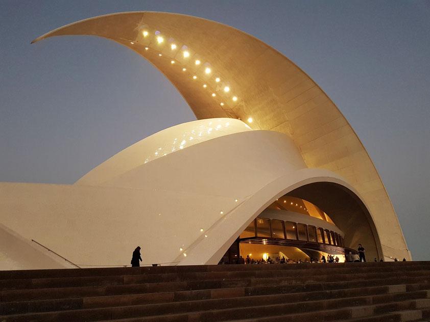Auditorio de Tenerife (Architekt: Santiago Calatrava) am 6.2.2019 vor dem Konzert mit den Petersburger Philharmonikern
