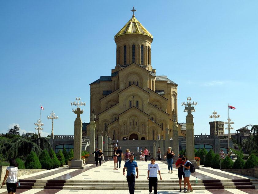 Zminda-Sameba-Kathedrale, der größte Sakralbau Transkaukasiens (1995 - 2004), Westfassade, Höhe des Gebäudes 84 Meter