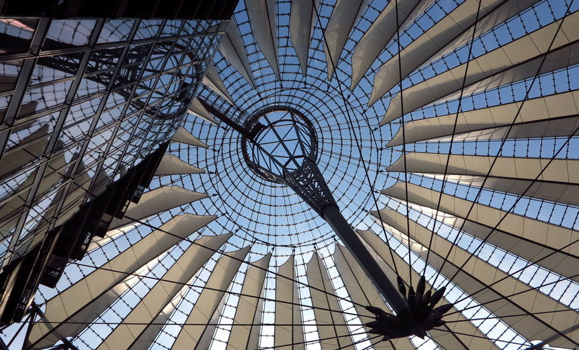 Berlin. Kuppel des Sony Centers
