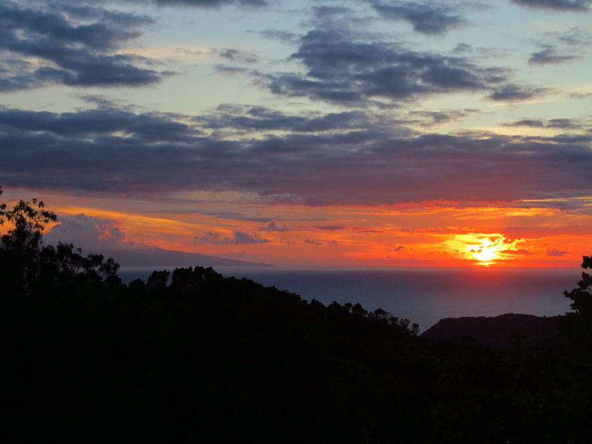 Sonnenuntergang, Blick vom Hotel Os Moinhos/Santo Amaro auf die Insel Faial (links)