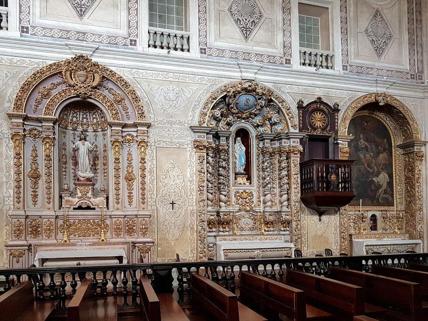 Igreja de São Pedro, Seitenaltäre und balkonartige Kanzel