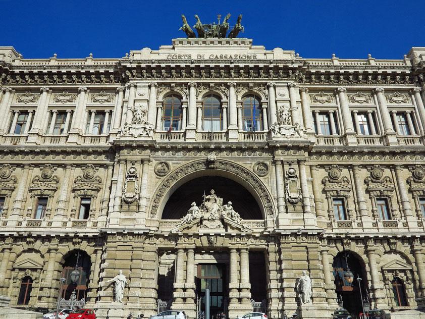 Palazzo di Giustizia (1888-1910). Mit dem monumentalen Palast wurde die Gründung des italienischen Nationalstaats im Jahr 1870 gefeiert.