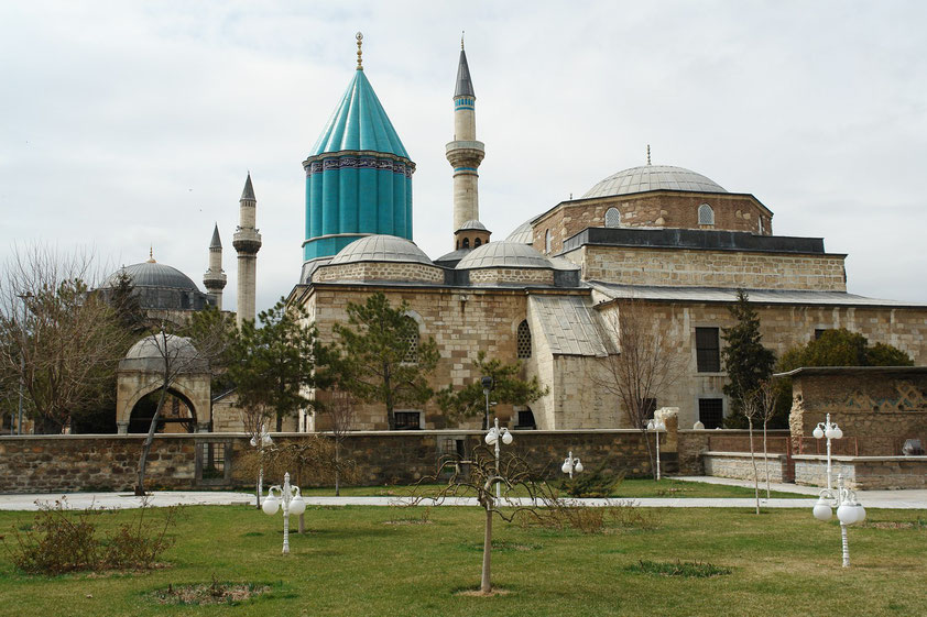 Mevlânâ Museum. Mausoleum des bedeutenden Sufi-Mystikers Rumi und Museum mit vielen Exponaten der Derwisch-Kultur