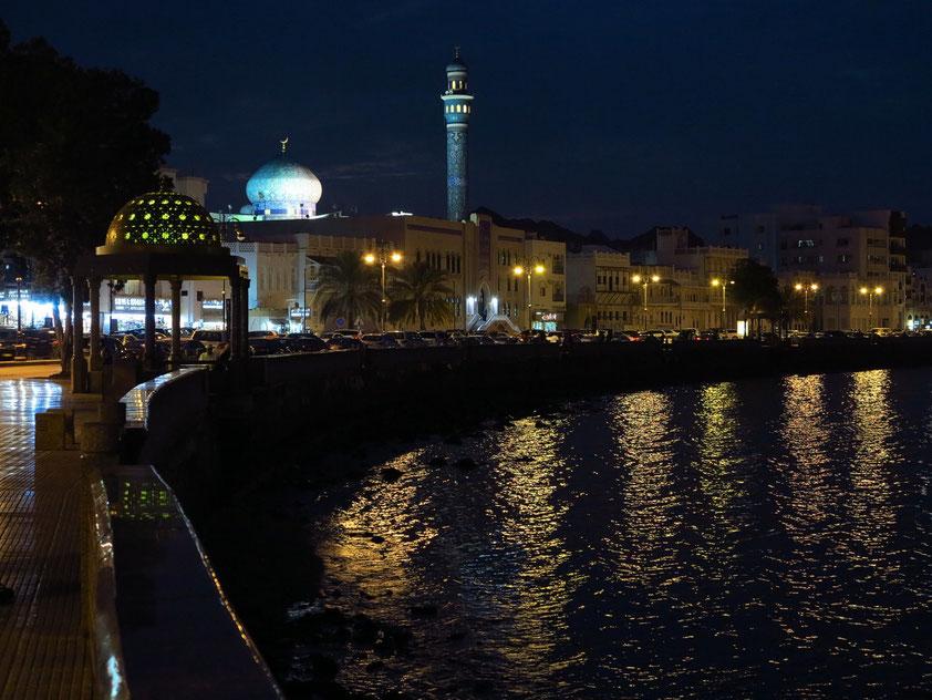 Promenade von Matrah nach Einbrechen der Dunkelheit