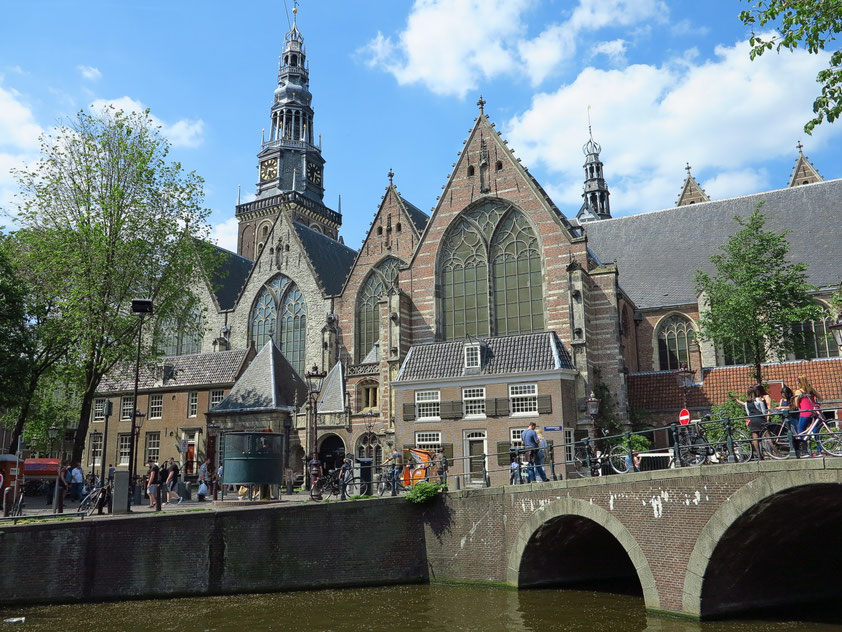 Oude Kerk im Amsterdamer Red Light District