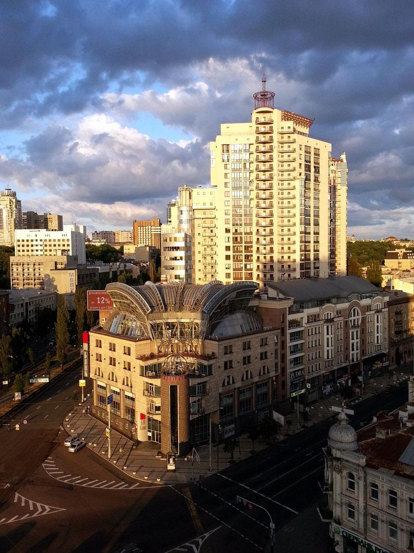 Abendstimmung in Kiew. Blick vom Hotel Lybid nach ESE (13. Geschoss, Zimmer 1315)