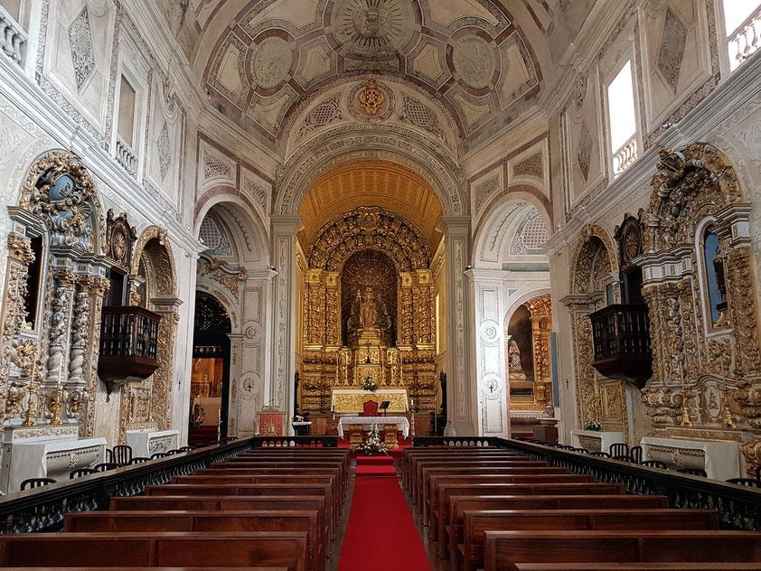 Igreja de São Pedro, Hauptschiff nach Osten mit vergoldetem Hochaltar (Ende des 17. Jahrhunderts)