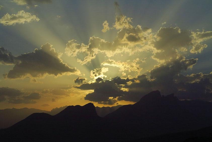Abendstimmung über dem Gebirge westlich von Misfat al Abryeen