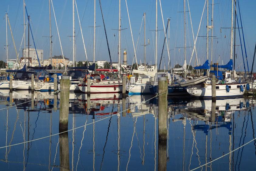 Blick vom Yachthafen Hohe Düne nach Warnemünde