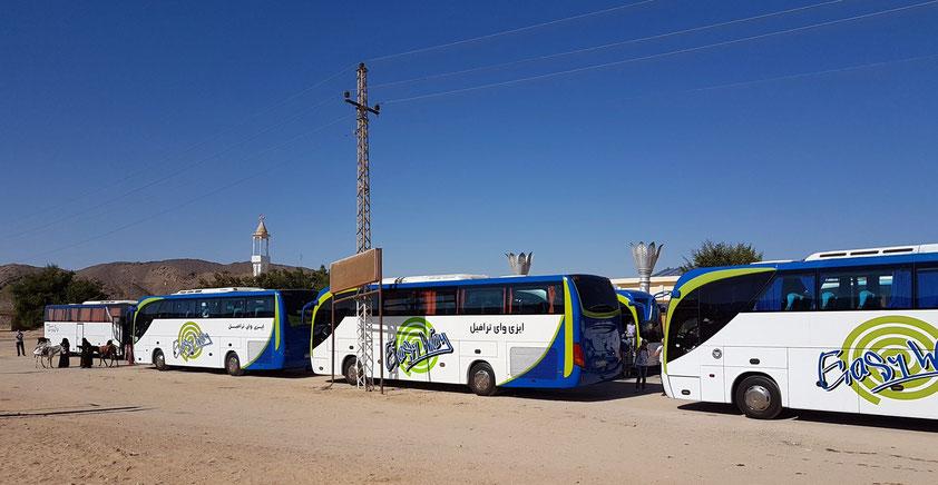 Raststelle der Reisebusse in der Arabischen Wüste zwischen Hurghada und Luxor