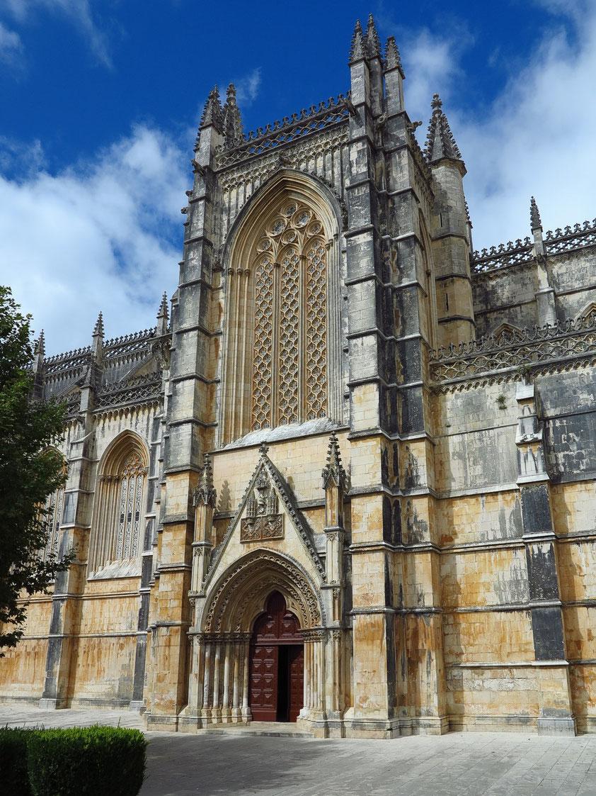 Mosteiro da Batalha mit Südportal