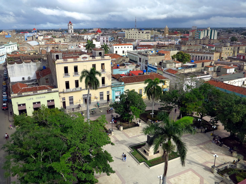 Camagüey, Blick vom Turm der Iglesia Catedral nach Norden (Ignacio Agramonte Park, Iglesia De Nuestra Señora De La Merced (links)