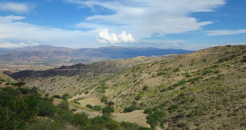 Auf der Straße hinunter ins Tal von Cochabamba