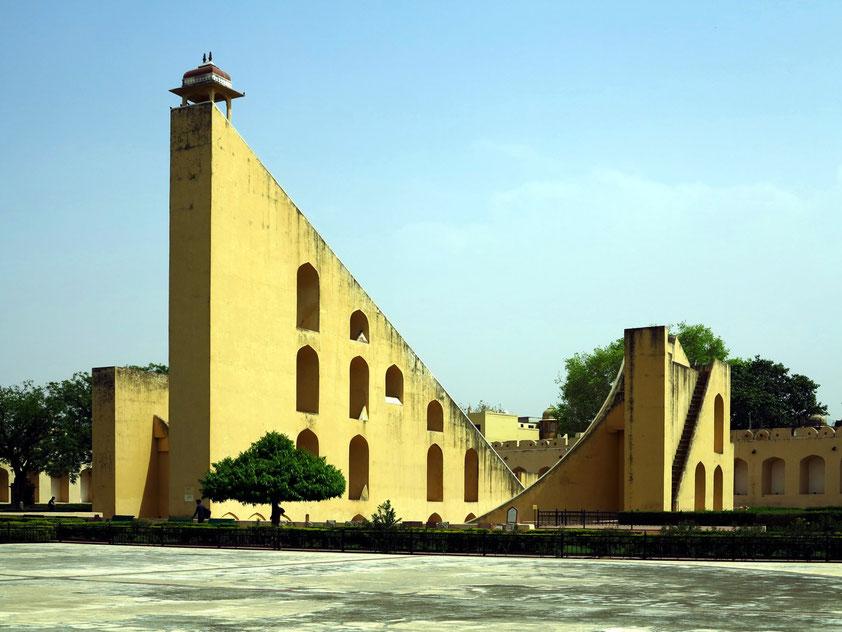 Samrat Jantar, die weltgrößte Sonnenuhr in Jaipur ist über 30 Meter hoch.