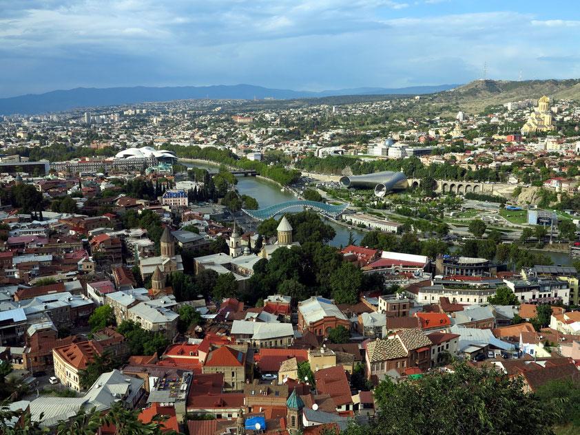 Blick von der Festung Nariqala auf Tbilisi