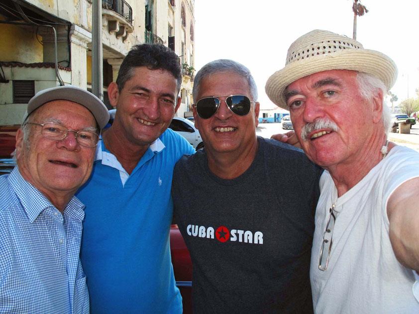 Zwei Deutsche und zwei Kubaner auf gemeinsamer Reise: Frank, Silvio, Jorge, Bernd (v.l.n.r.) (Selfie-Foto: Bernd.Th)